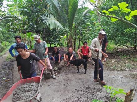 Semenisasi Gang umum Pada Kegiatan Pemeliharaan Rabat Beton Gang Manas Desa Banyuseri